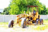 Abandoned  old road grader — Stock Photo