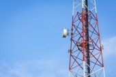 Closeup telecommunication tower and cloudy blue sky with copyspa — Stock Photo
