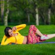 Exercising fitness woman sit ups outside during crossfit exercise training. Happy fit girl doing side crunches with elevated legs while smiling happy. — Stock Photo #72525215