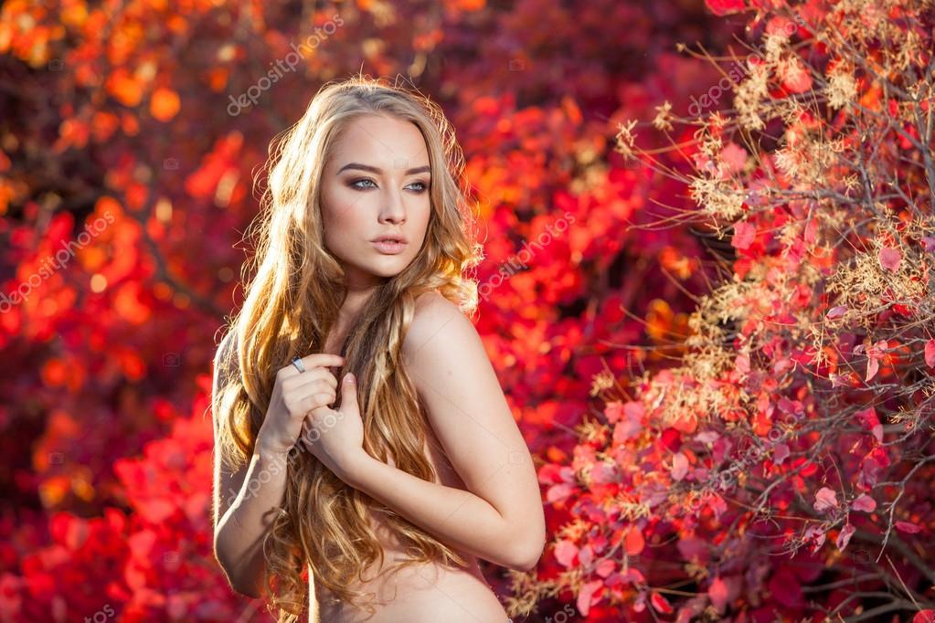 Молодая женщина без одежды фото 129-786