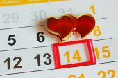 Date February 14 marked on the calendar. Two hearts the concept of love. — Stock Photo