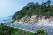 The road along the sea cliffs — Stock Photo