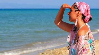 Enjoying the sun and the sea — Vídeo stock