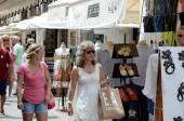 Shopping in Ibiza streets. — 图库照片