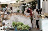 Shopping in Ibiza streets. — Stock Photo