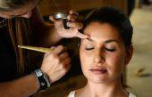 Backstage, hairdresser and makeup — Stockfoto