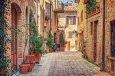 Aleja w starym mieście, Toskania, Wlochy — Zdjęcie stockowe