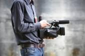Video camera man with camera — Stock Photo