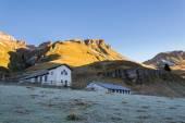 Italian Dolomites during a cold sunrise — Foto de Stock