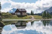 Lago federa con una hermosa reflexión — Foto de Stock