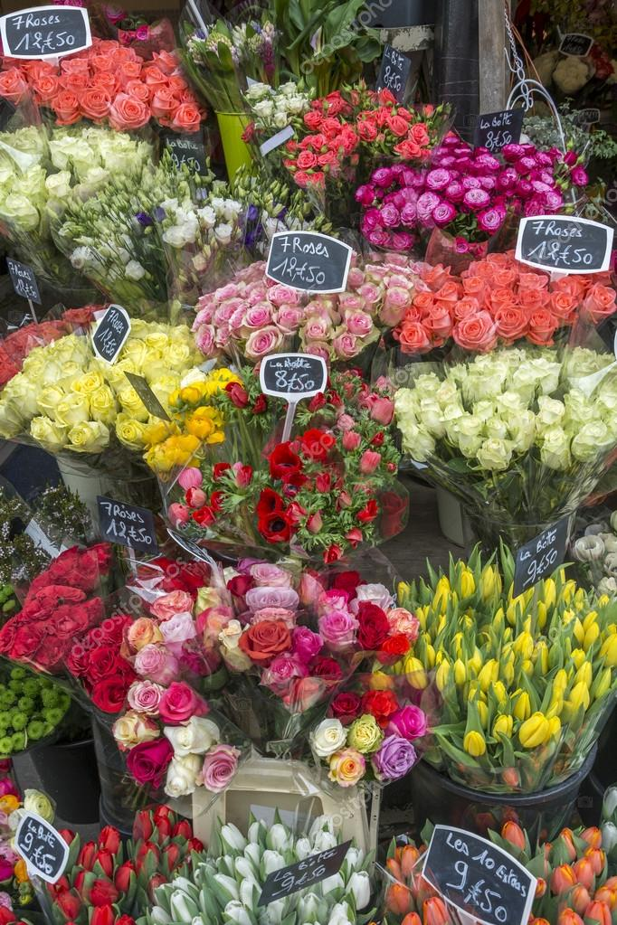 Цветы на улицах парижа