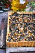 Tart with chard and minced — Stock Photo