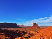 Monument Valley under blue sky — Стоковое фото