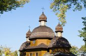 Wooden church against the blue sky — Stock Photo