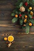Decorazione di natale sul tavolo di legno — Foto Stock
