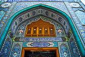 En av portarna till Al-Kadhimiya moskén — Stockfoto