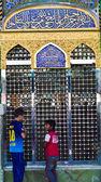 One of the gates of Al-Kadhimiya Mosque — Stockfoto