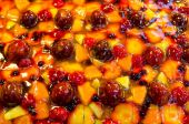 Top view of fruit cake with strawberry,peach,blueberry and other fruits. — Stock Photo