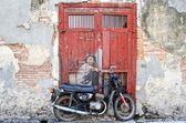 """Street art """"Boy on a Bike"""" painted by Ernest Zacharevic at street art in Georgetown, Penang — Stock Photo"""