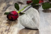 Valentine's day symbol. Heart on a wooden background. — Stock Photo