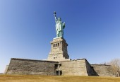 Statue of Liberty in New York City in cloudless day, USA. — Stock Photo