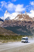 Touristic car on road in Fitz Roy Mountain Range. — Stock Photo