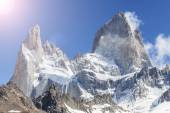Sun over Fitz Roy Mountain, Patagonia in Argentina. — Stock Photo