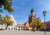 Old Town Market with St. Mary's Church (15th century), one of the biggest brick churches in Europe. — Stock Photo
