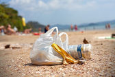 Garbage on a beach, environmental pollution concept picture. — Foto Stock