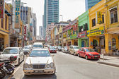 Shopping street in Little India district of Malaysia's capital city. — Stockfoto
