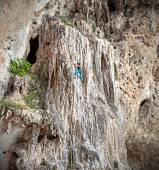 Young female rock climber on incredible wall, Railay Beach. — Stock Photo