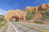 Natural arch road tunnel on the Scenic Byway 12, Utah, USA. — Stock Photo