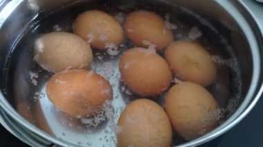 Boiling eggs in pot time lapse — Stock Video