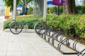 Bicycle parking in the center of the city, ecological mobility — Stock Photo
