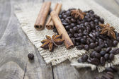 Coffee beans and cinamons on the wooden table — Stock Photo
