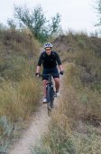 Young cyclist on a mountain bike — Stock Photo