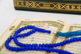 Rosary and Qoran — Stockfoto