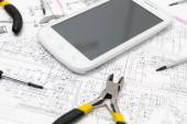 Technical operator and repair smartphone — Stockfoto