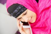 Beautiful young muslim business woman with laptop in office — 图库照片
