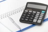 Podnikatelský koncept s kalkulačka, pero a poznámkový blok — Stock fotografie