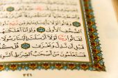 Sheets entire Qoran - Koran - Qur'an with the names of Allah — Stock Photo