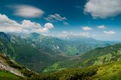View into a valley in Tatra mountines — Stock Photo