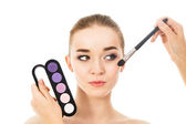 Beautiful woman with eyeshadows palette — Stock Photo
