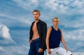 Two teenagers on the beach. Looks thoughtfully into the distance — Stock Photo