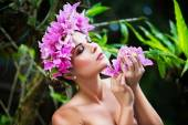 Portrait closeup of a beautiful young woman in a wreath of tropi — Stock Photo