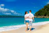 Just married young happy loving couple having fun on the tropica — Stock Photo