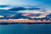 Bel tramonto sul mare. concetto di vacanza estiva. — Foto Stock