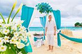 Wedding on the beach. The groom waits for the bride under the ar — Stock Photo
