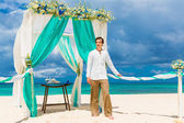 Wedding ceremony on a tropical beach in blue.The groom waits for — Stock Photo