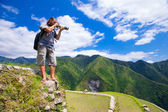 A man photographs the landscape. Rice terraces in the Philippine — Stock Photo